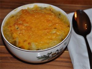 En stor porsjon løksuppe
