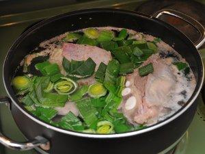 Kjøtt og det grønne av purren trekkes først