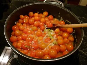 Tomatene er akkurat kommet i kjelen